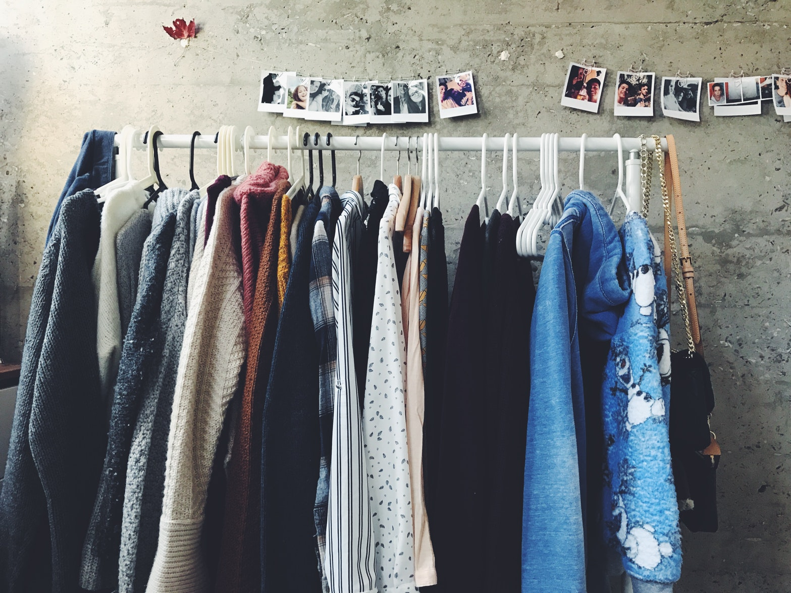 9 Ways To Declutter Your Wardrobe (For Good)
